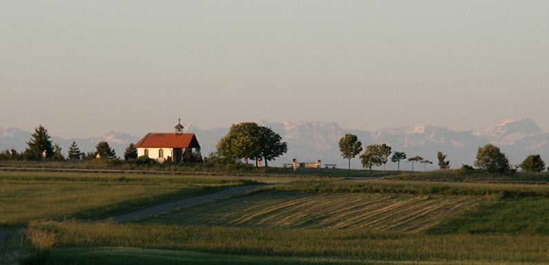 Kapelle_mit_Alpensicht_Irndorf