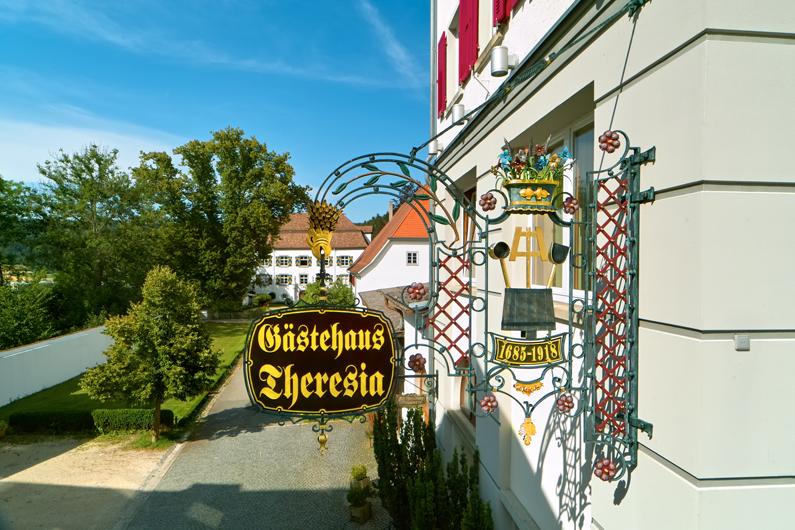 Hotel-Gaestehaus-Theresia_1